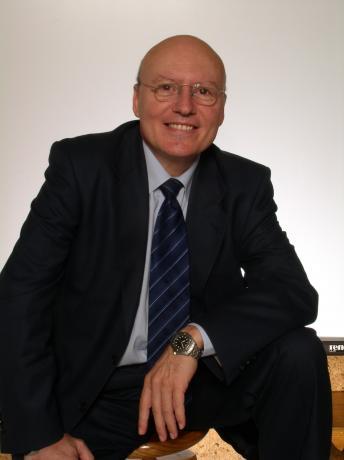 Luís Sequí. Miembro del claustro de profesores de la Escuela de Negocios Lluís Vives, Área de Formación de la Cámara de Comercio de Valencia.