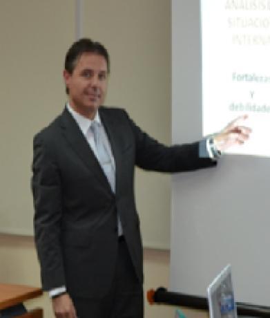 Álvaro Benítez. Miembro del claustro de profesores de la Escuela de la Cámara de Comercio de Valencia.