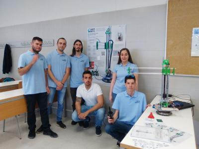 Alumnado de primero de Ingeniería de Florida Universitaria diseña y construye un brazo robot cilíndrico
