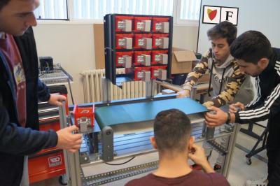 Florida Universitària diseñan una máquina para reciclar plástico y crear nuevos objetos con impresión 3D
