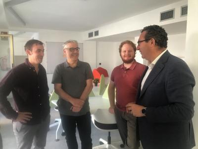 Coworkers junto al Alcalde de Benidorm