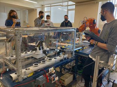 Un invernadero hidropónico con robots